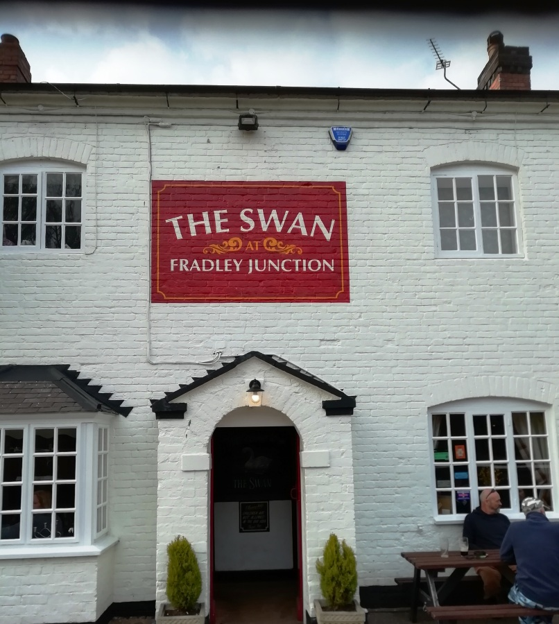 Classic Canal Pubs #1: The Swan At Fradley Junction