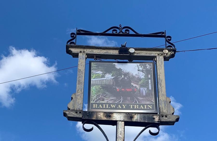 Celebrating Unheralded Pubs: RailwayTrain