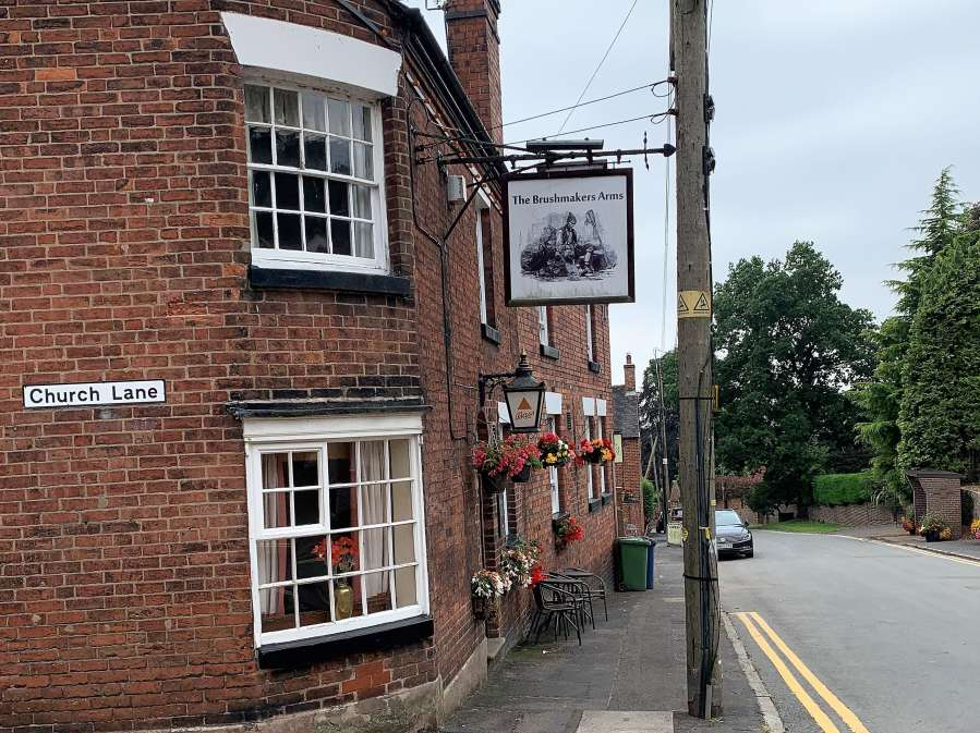 Unspoilt Pubs: The Brushmakers Arms,Oulton
